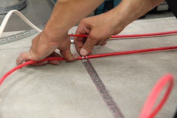 Укладка греющего кабеля под плитку