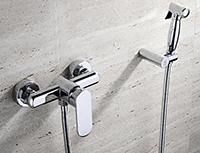 душ на стене