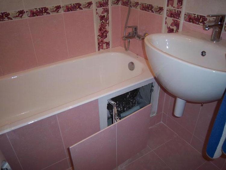 экран из плитки под ванной