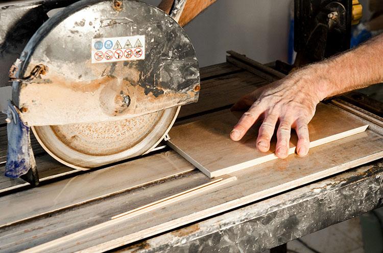 разрезаем плитку прямым способом